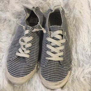 American Eagle blue stripped sneakers